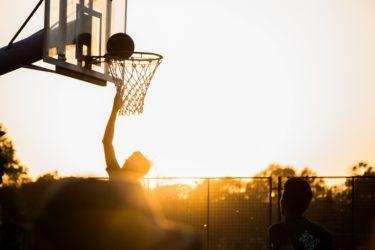 【バスケ】リバウンドをつかみ取るコツと練習方法!誰でもできます。